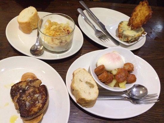 Bar Gaucho: Huevo trufado, espinacas con queso, foie y huevo escalfado con chistorra y patatas.