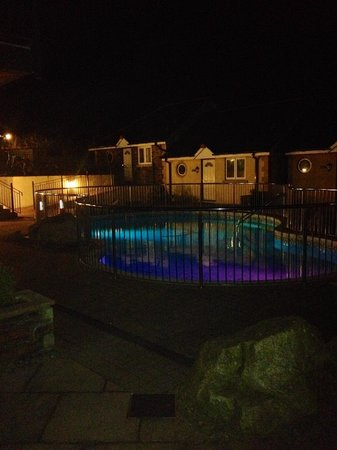 BEST WESTERN Porth Veor Manor Hotel: Pool at night