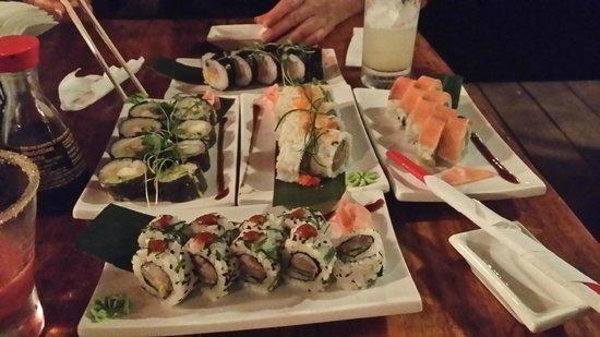 Raw Sushi + Martini Bar: Toutes les différentes sortes de sushis proposés