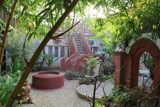 Thurizza Hotel Bagan : Jardin