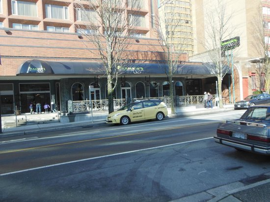 Frankie's Italian Kitchen and Bar: View of Restaurant From Street