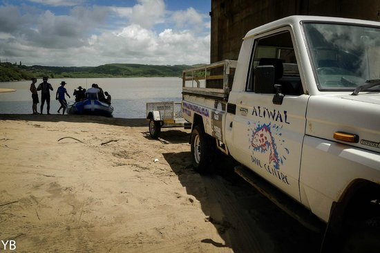 Aliwal Dive Lodge: launching from the estuary
