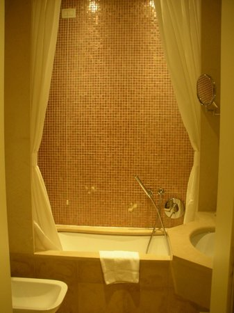 Hotel Le Isole : Clean bathroom