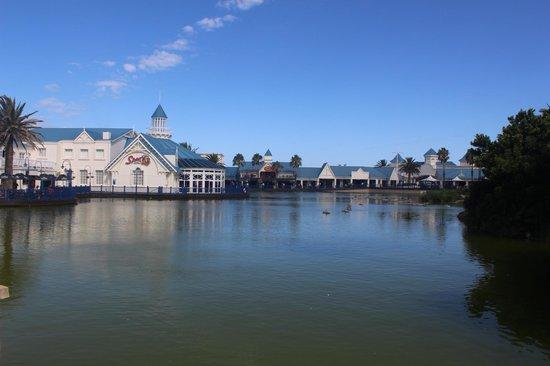 The Boardwalk Hotel : Nearby Lake