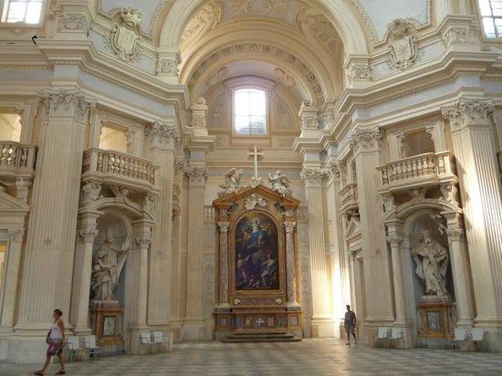 Parco Regionale La Mandria : chiesa dentro la reggia