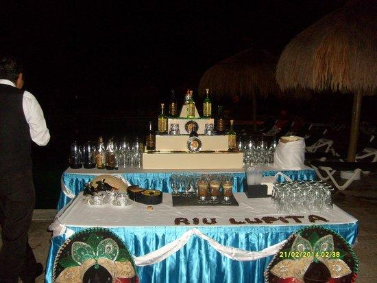 Hotel Riu Lupita : Pre dinner cocktails