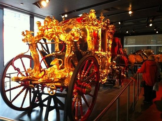 Museum of London : Lord Mayor's bling