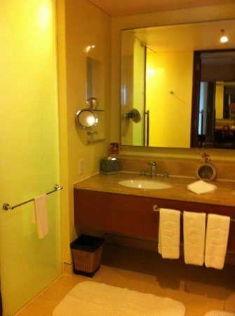 Shangri-La's Rasa Ria Resort & Spa: bathroom