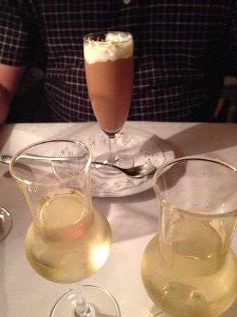 Park Restaurant: chocolate mousse and desert wine
