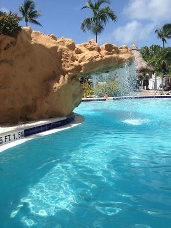 Holiday Inn Key Largo: waterfall over pool!