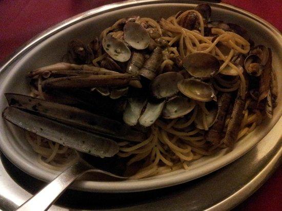 Taverna Dei Servi : spaghetti vongole cannolicchi