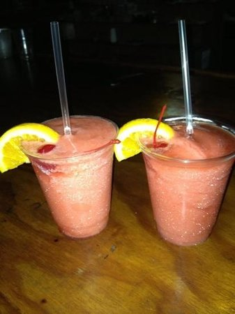 Holiday Inn Key Largo: strawberry daiquiris from pool tikki bar