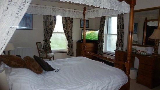 Ravenstone Lodge Hotel: four poster bedroom