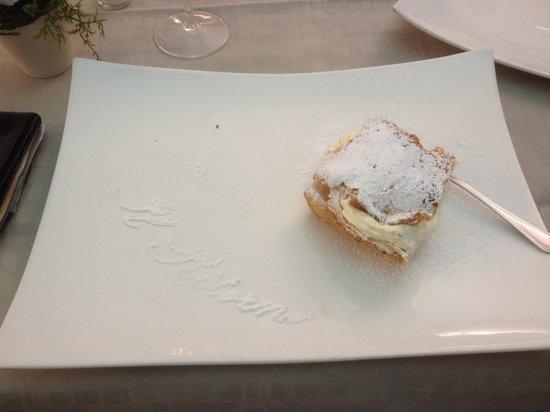 Il Ritorno: Dolce con decorazione in zucchero a velo