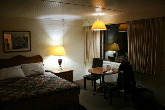Aikens Lodge: Geräumiges Zimmer