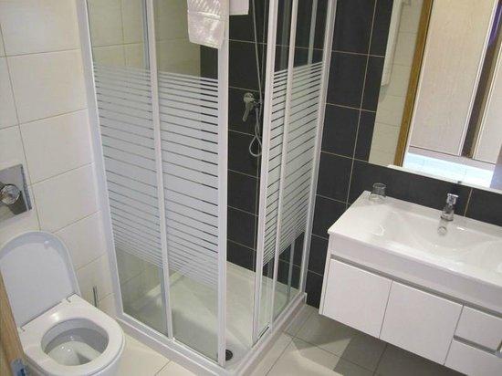 Casa PraiaMar : Our bathroom