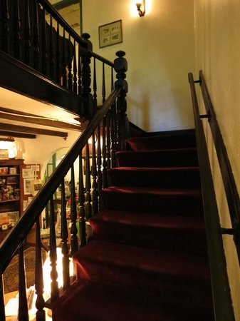 St. Francis Inn Bed and Breakfast: Stairs in main house