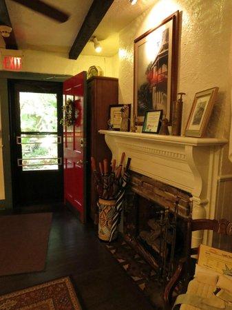 St. Francis Inn Bed and Breakfast: Lobby