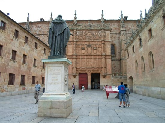 Universidad de Salamanca: Estatua