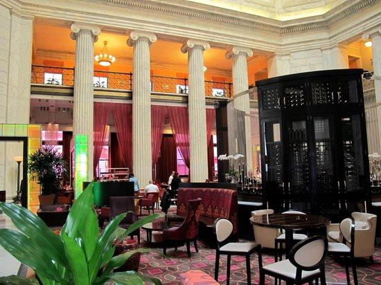 The Ritz-Carlton, Philadelphia : Lobby. Looking at restaurant