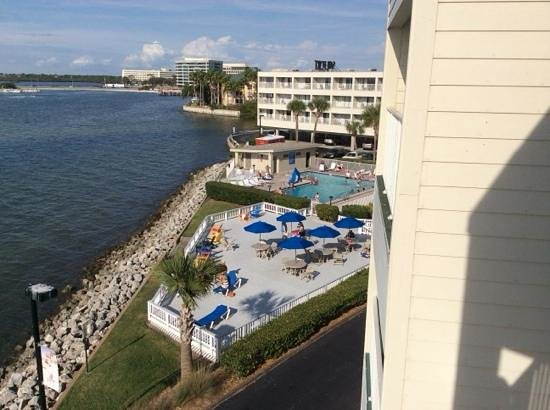 Sailport Waterfront Suites: pool area view from room 439