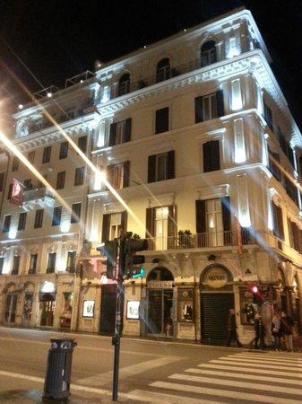 Hotel Regno : Hotel at Night