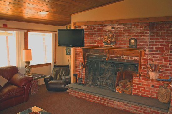 Birch Bay Get Away: view suite w/ fireplace