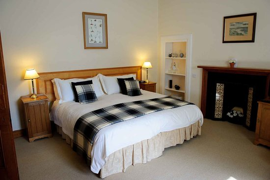 Guest bedroom at Inveran Lodge