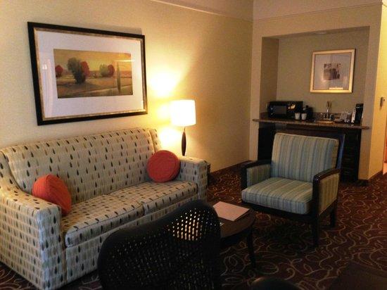 Hilton Garden Inn Salt Lake City / Sandy : Sitting area in suite #114