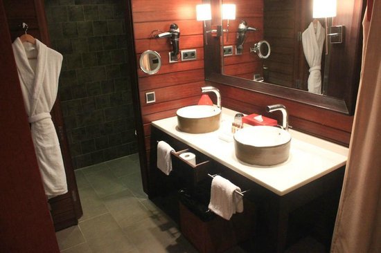 Sheraton Gran Canaria Salobre Golf Resort: Part of the bathroom area