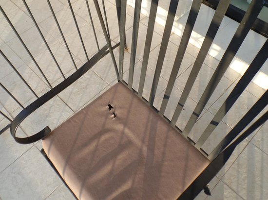 Randholee Resort & Spa: Holes in Patio Furniture