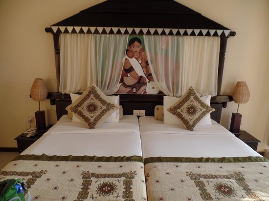 Randholee Resort & Spa : Bed.  Very nice presentation.  FYI though- the beds are very hard.