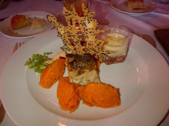RESTAURANT CASSINI : Dos de maigre / Compote de poivrons au chorizo / Crème d'échalotes / Purée de patates douces