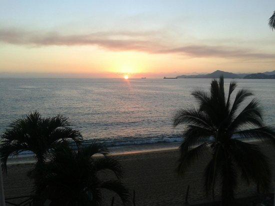 Hotelito Escondido Manzanillo: sol ocultandose