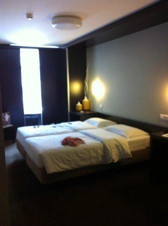 Hotel Expo Astória : Спальная зона номера