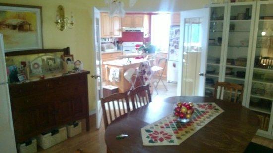 Blue Sage Bed and Breakfast : La sala da pranzo e la cucina