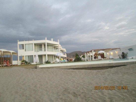 Suites del Mar : El hotel desde la playa