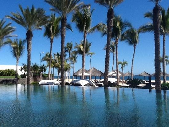 Cabo Azul Resort: View towards the beach