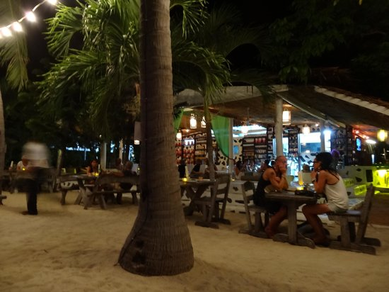 Milky Bay Resort: Restaurant