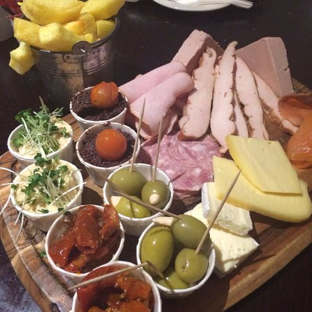 The Connacht Hotel : Delicious tapas platter for two from the Bar menu.