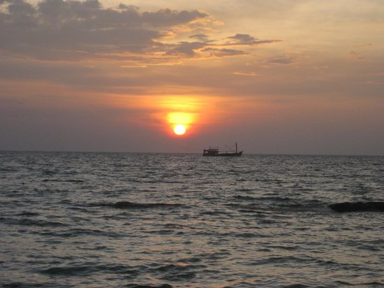 Saigon Phu Quoc Resort: Sunset at the beach