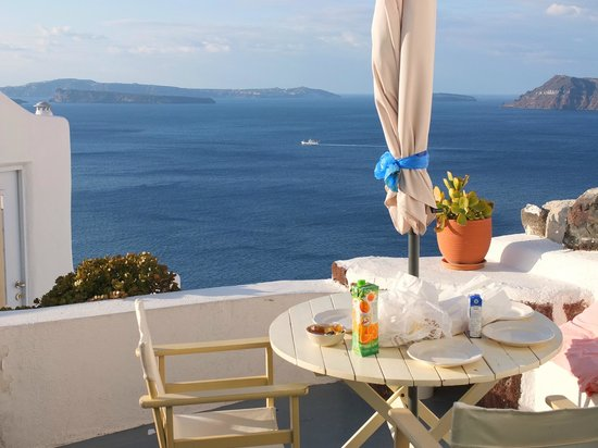 Old Oia Houses: Unforgettable breakfast :)