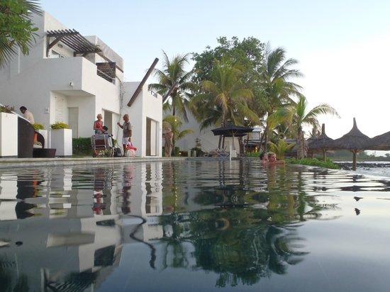Recif Attitude: hotel from pool