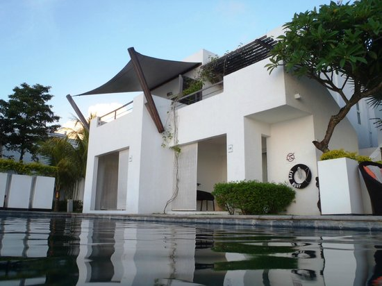 Recif Attitude: rooms next to the pool