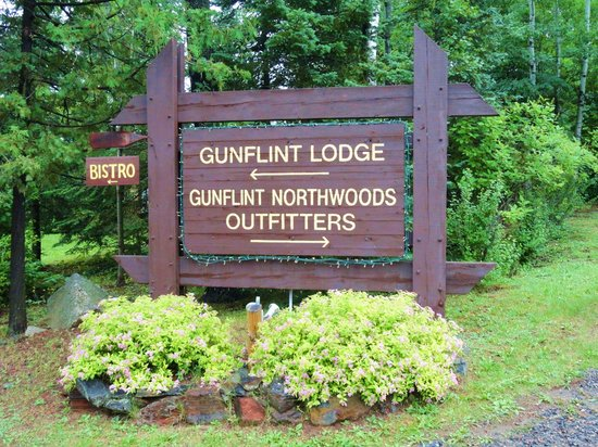 Gunflint Lodge & Outfitters: Sign at Entrance