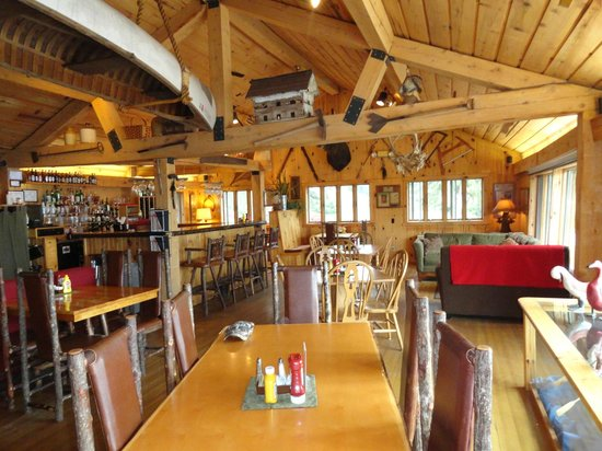 Gunflint Lodge & Outfitters: Main Lodge Restaurant