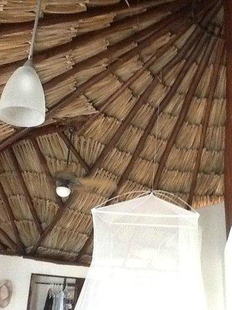 Maya Tulum Resort: Room ceiling