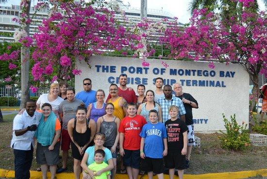 Liberty Tours Jamaica - Day Tours : Group Pic