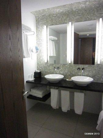 Badezimmer - Bild von Sunrise Pearl Hotel & Spa, Protaras - TripAdvisor