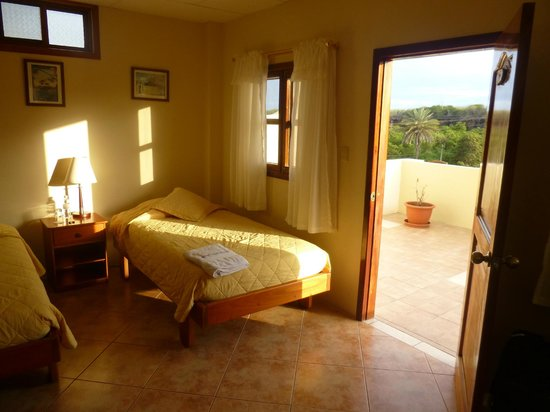 Villa Laguna : La suite del segundo piso tiene balcon, es luminosa y tranquila